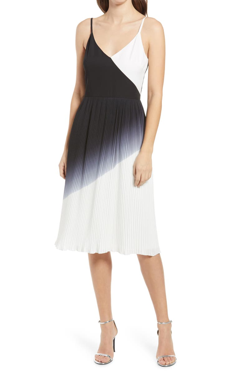 Monochrome chiffon pleated dress